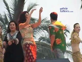 Катрина Каиф, Акшай Кумар выступают на пляже Sheela Ki Jawani (продвигают Tees Maar Khan)